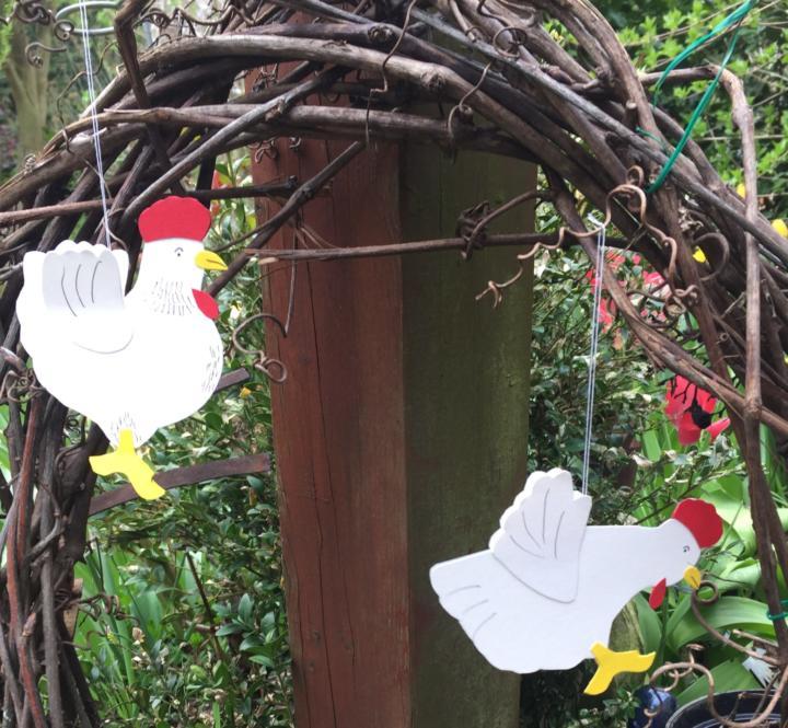 witzige DIY- Hühner aus Tonpapier zu selber basteln