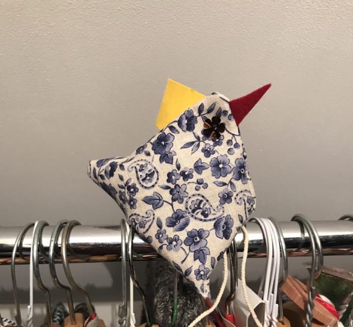 Ein witziges Lavendel-Huhn für den Kleiderschrank