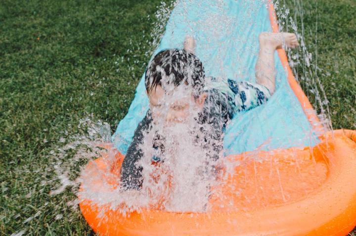 Kinderspiele mit Wasser - 6 pfiffige Ideen